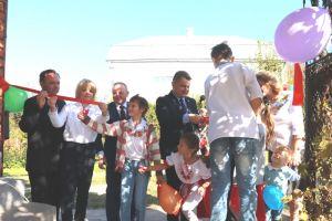 Тернопільській сім'ї, в якій виховується 9 дітей, презентували комфортний будинок, вартістю у понад мільйон гривень (фото)