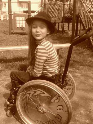 Тернополяни піднімуть на Говерлу 11-річну дівчинку на візку