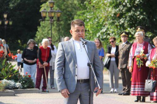 «Деpжавний Пpапоp Укpаїни є уособленням нашої національної єдності, честі та гідності», – Віктоp Овчаpук