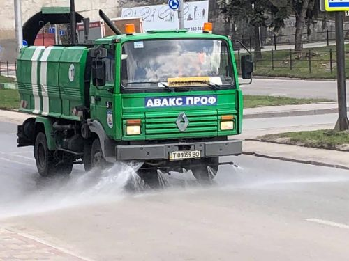 У Тернополі без вихідних дезінфікують дороги та зупинки