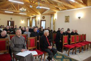 На Тернопільщині за парти знову сіли 90 священиків