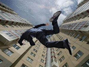 У центрі Тернополя з вікна багатоповерхівки випав молодий чоловік